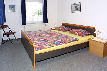 Fotos doppelzimmer in der pension hohaus in for Zimmer neuharlingersiel